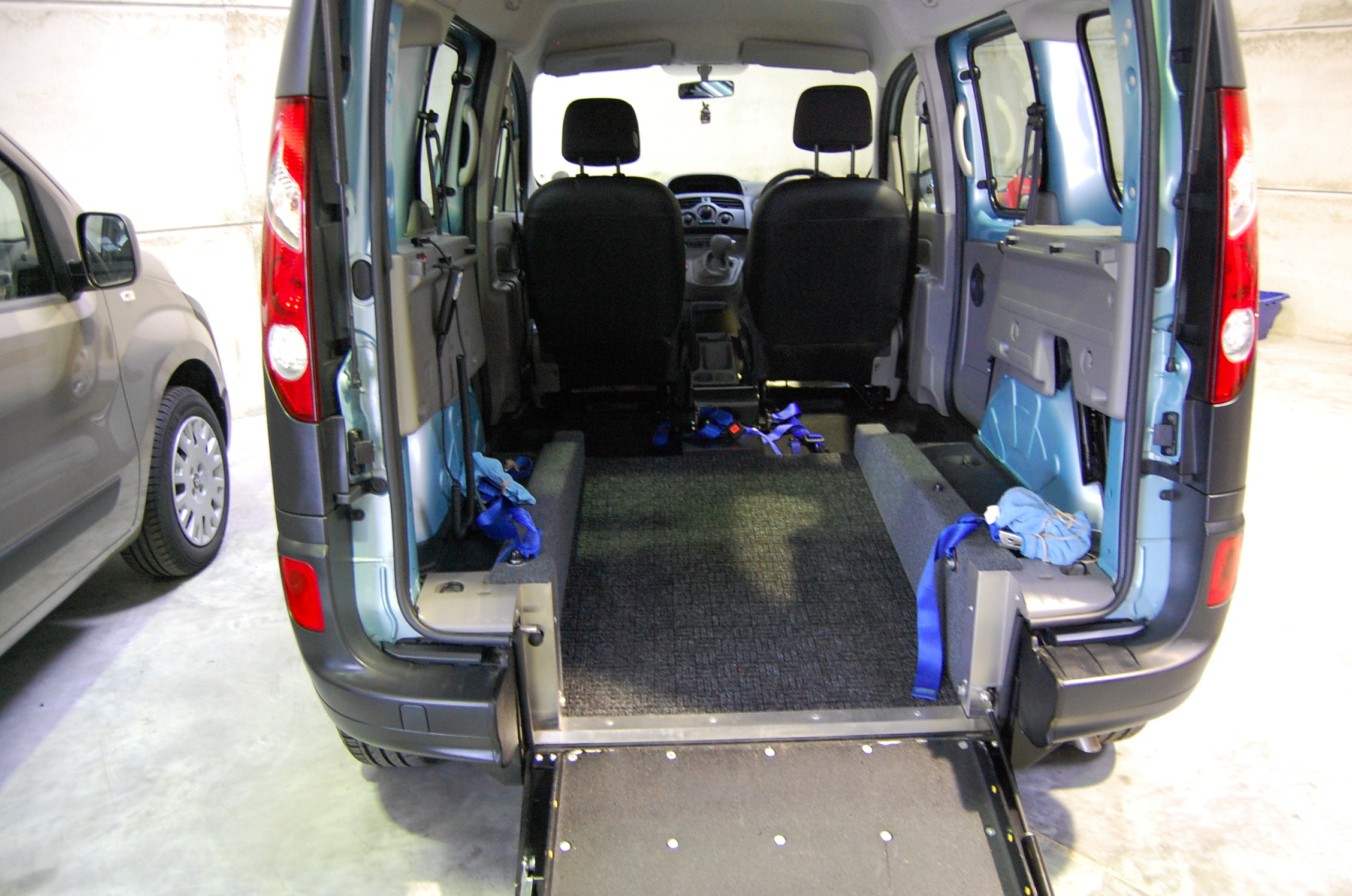 this all terrain mobility es wav s renault kangoo wheelchair accessible vehicle has plenty of space