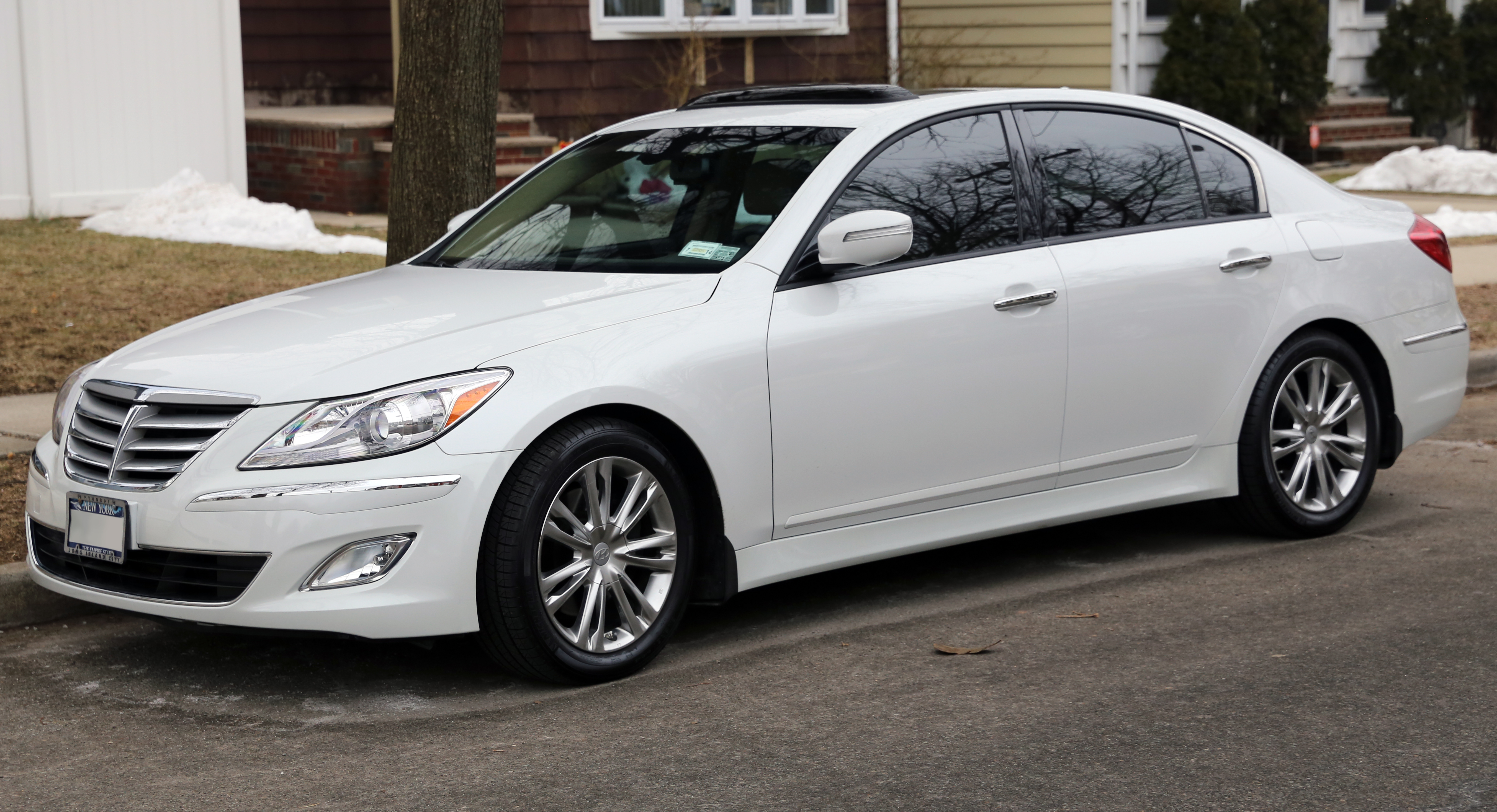 file 2013 hyundai genesis 3 8 sedan front left