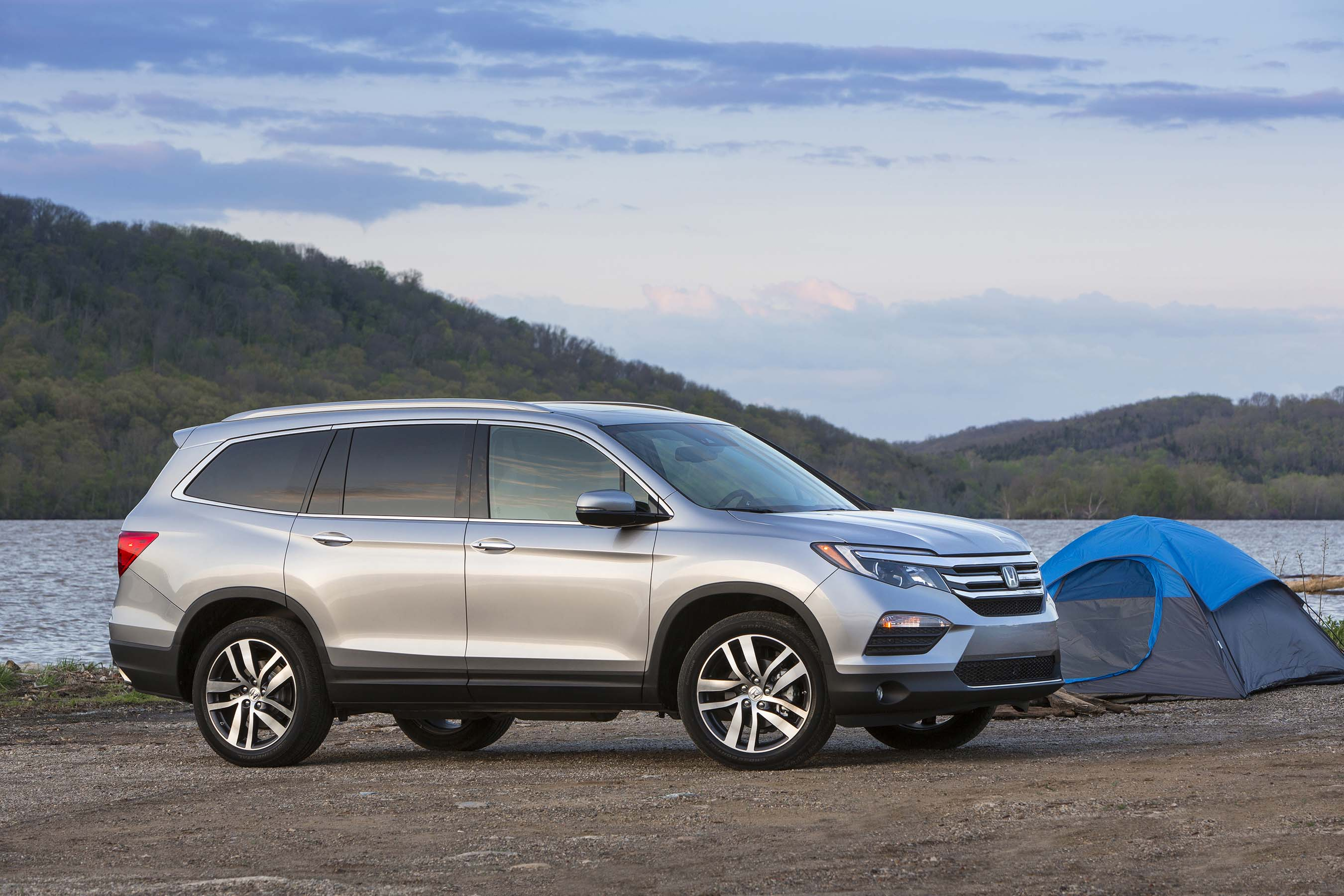 kbb 16 best family car the totally redesigned 2016 honda pilot is the