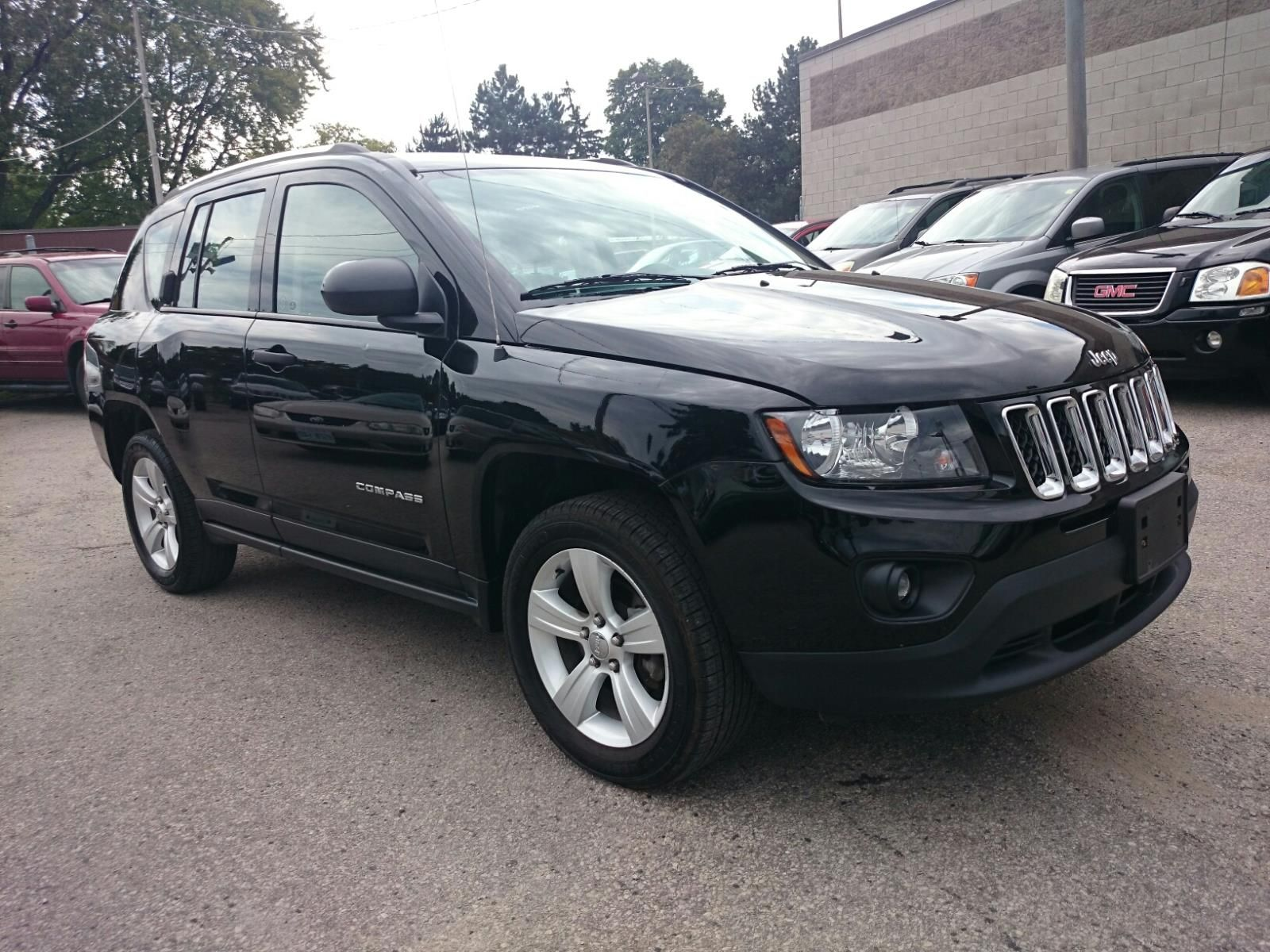 2014 jeep pass sport 4wd available