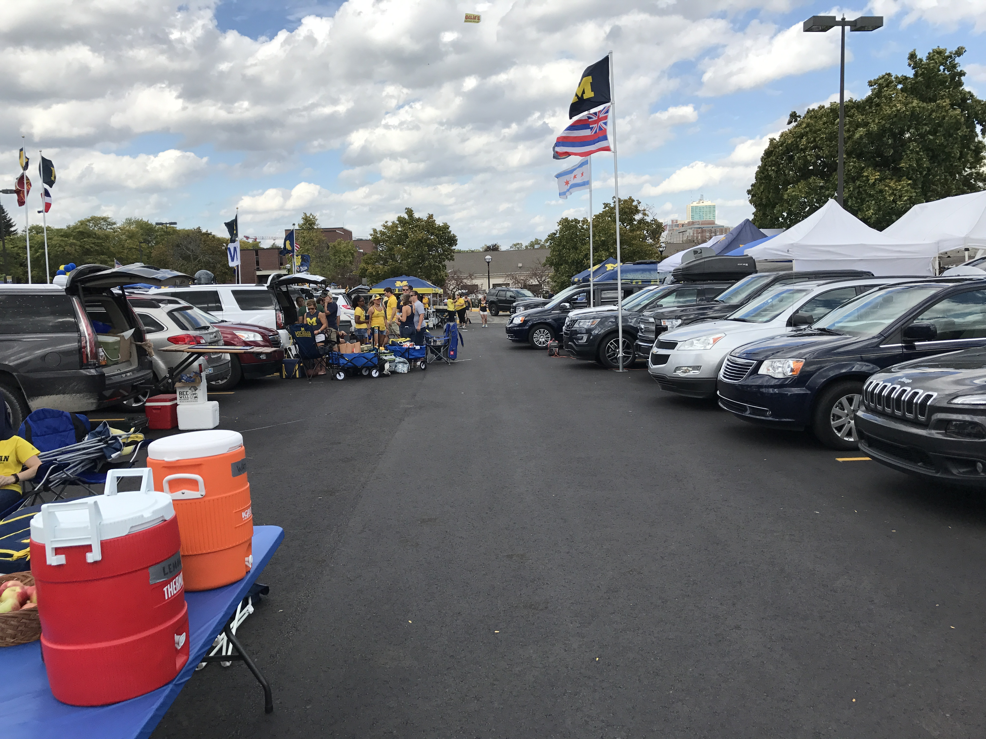 to show our appreciation we are pleased to offer donors the opportunity to park and tailgate in the athletic department parking lots surrounding michigan