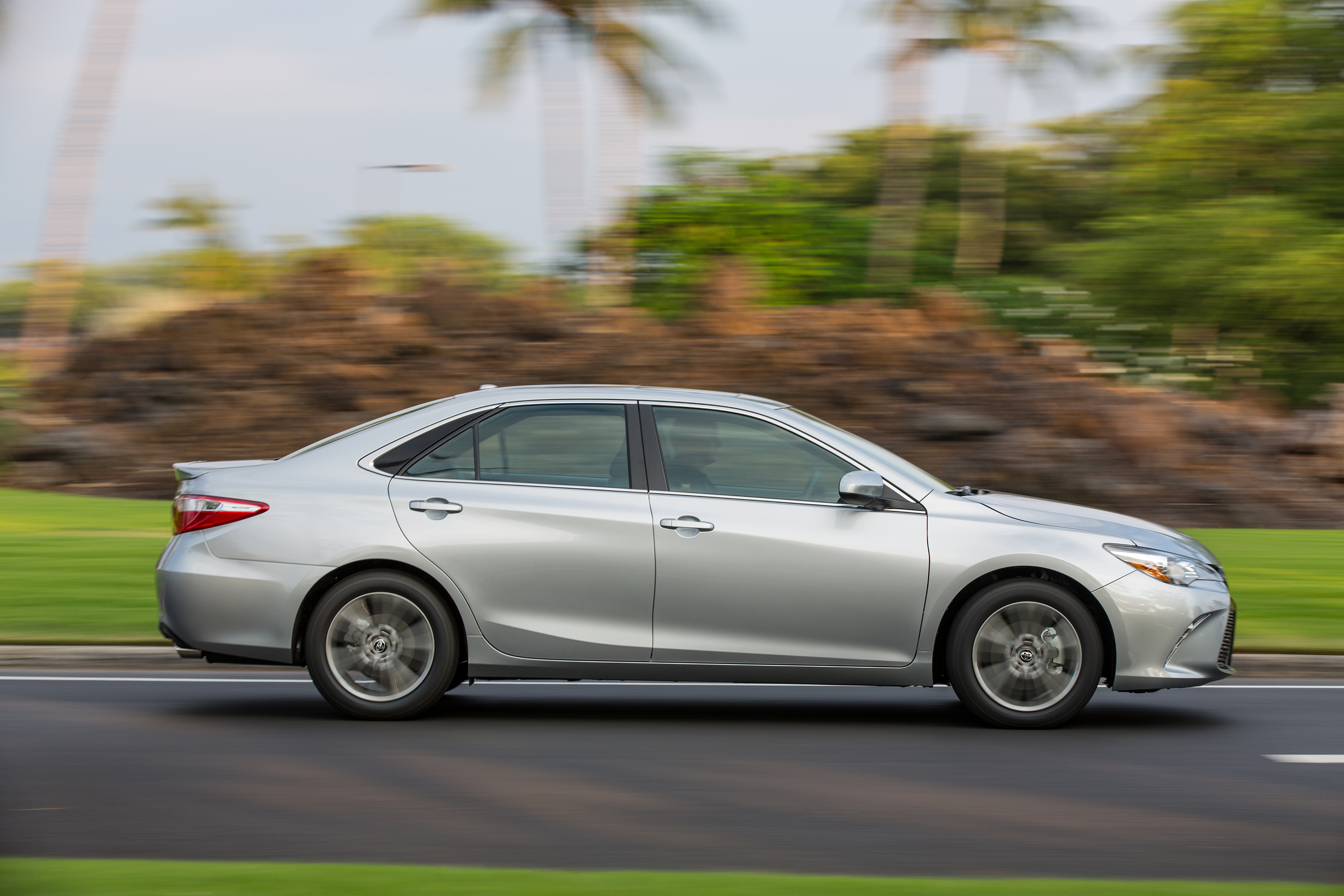 2015 2017 toyota camry se silver