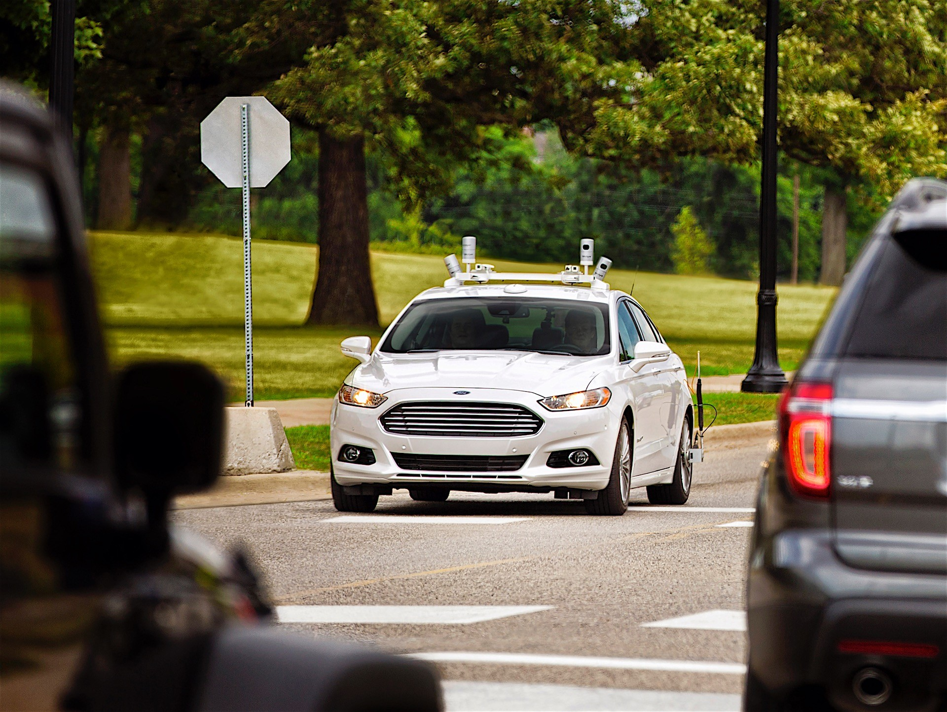 ford wants to sell driverless cars to the public by 2025 ceo says autoevolution