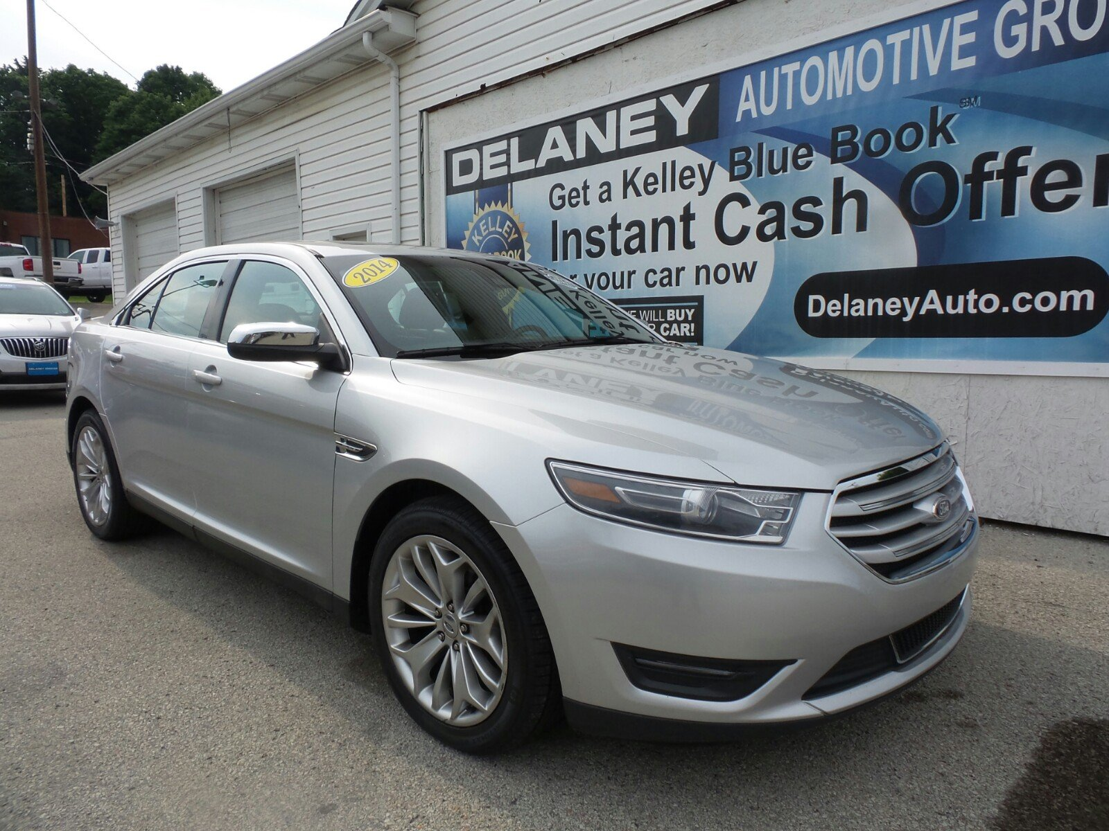 pre owned 2014 ford taurus limited