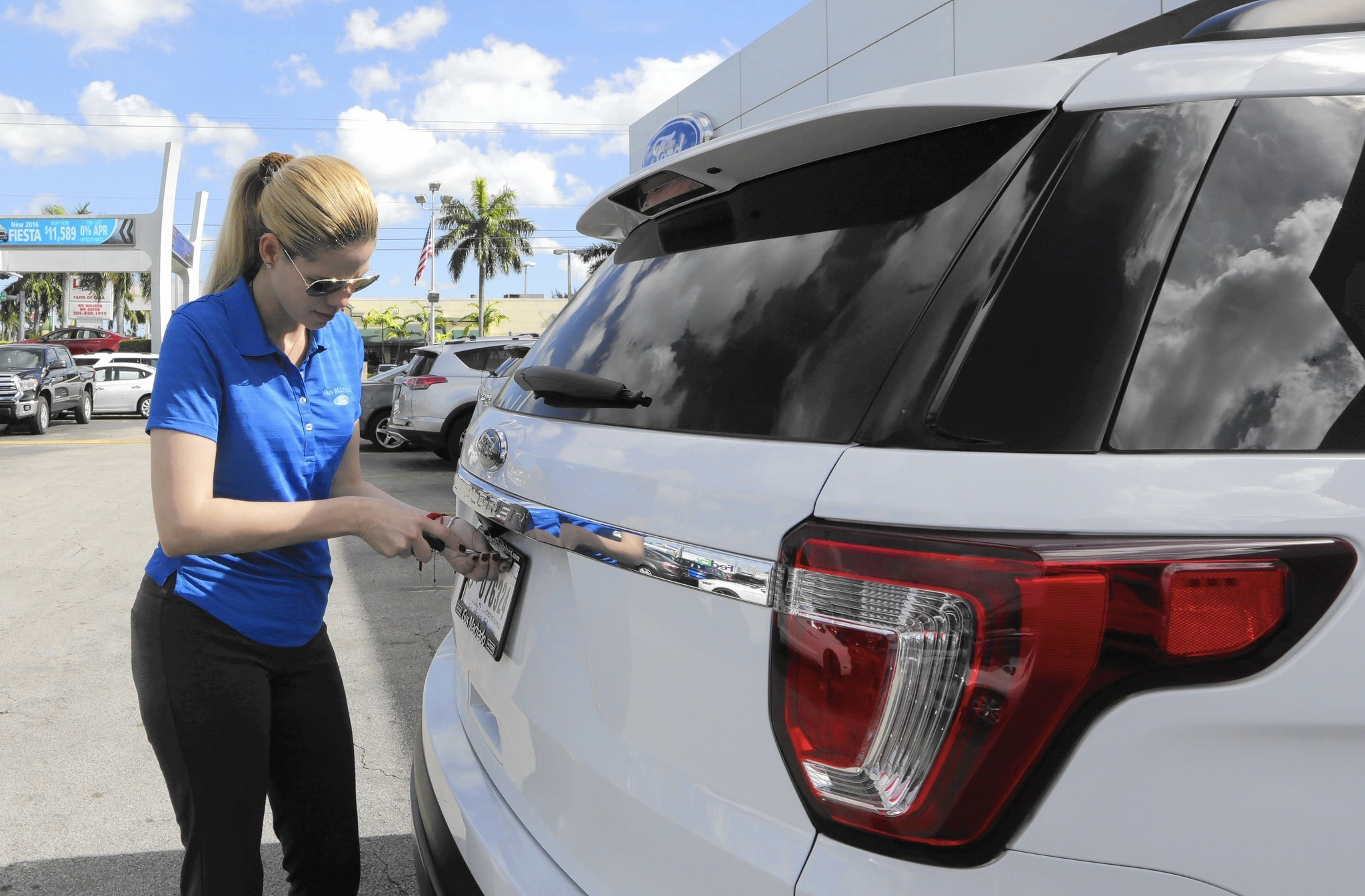 car sales down inventory up in contracting auto market chicago tribune