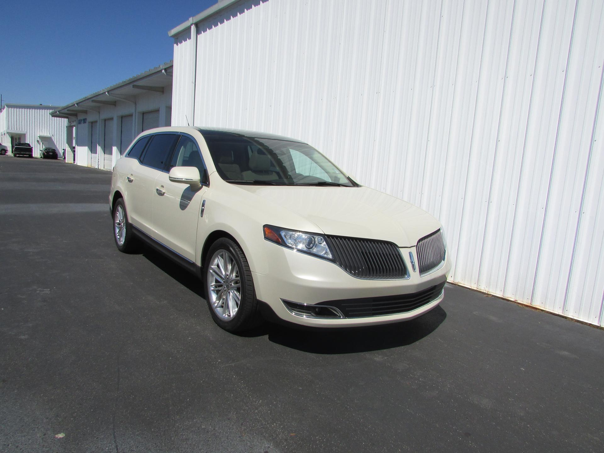 2014 lincoln mkt vehicle photo in dothan al