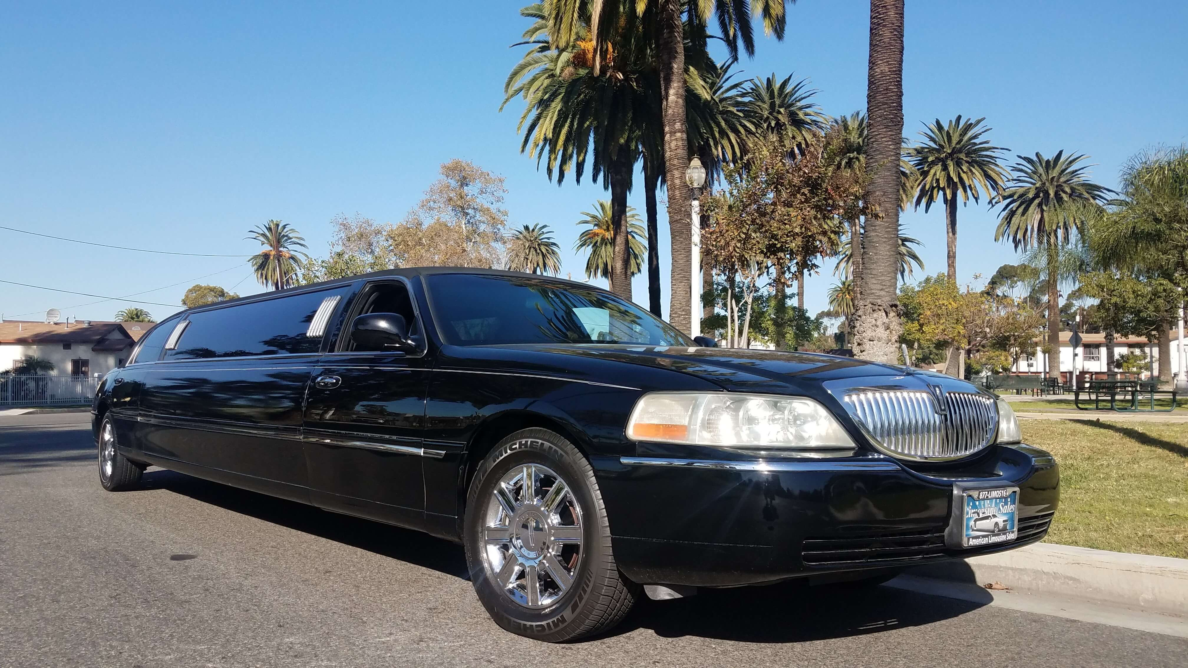 2008 black120 inch lincoln town car limousine for sale