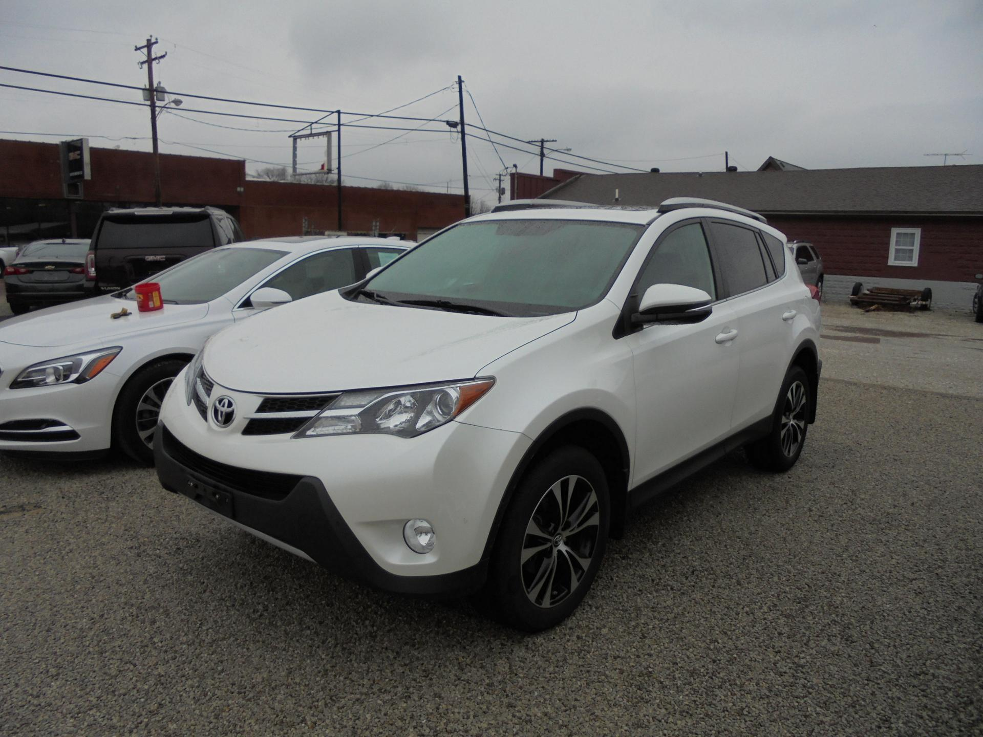 2015 toyota rav4 vehicle photo in carlinville il