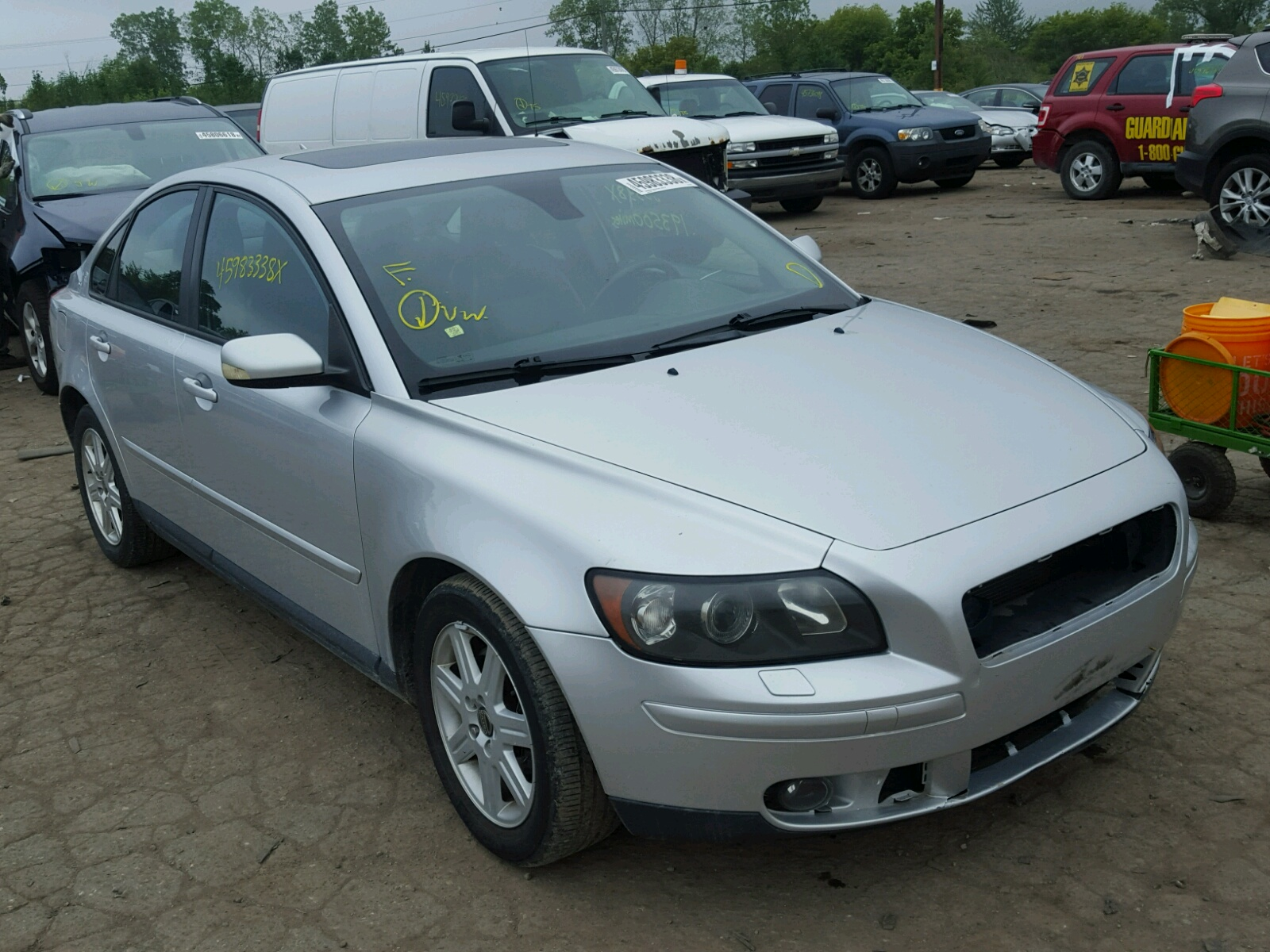 damaged cars for sale near me beautiful damaged volvo s40 car for sale and auction used cars. Black Bedroom Furniture Sets. Home Design Ideas