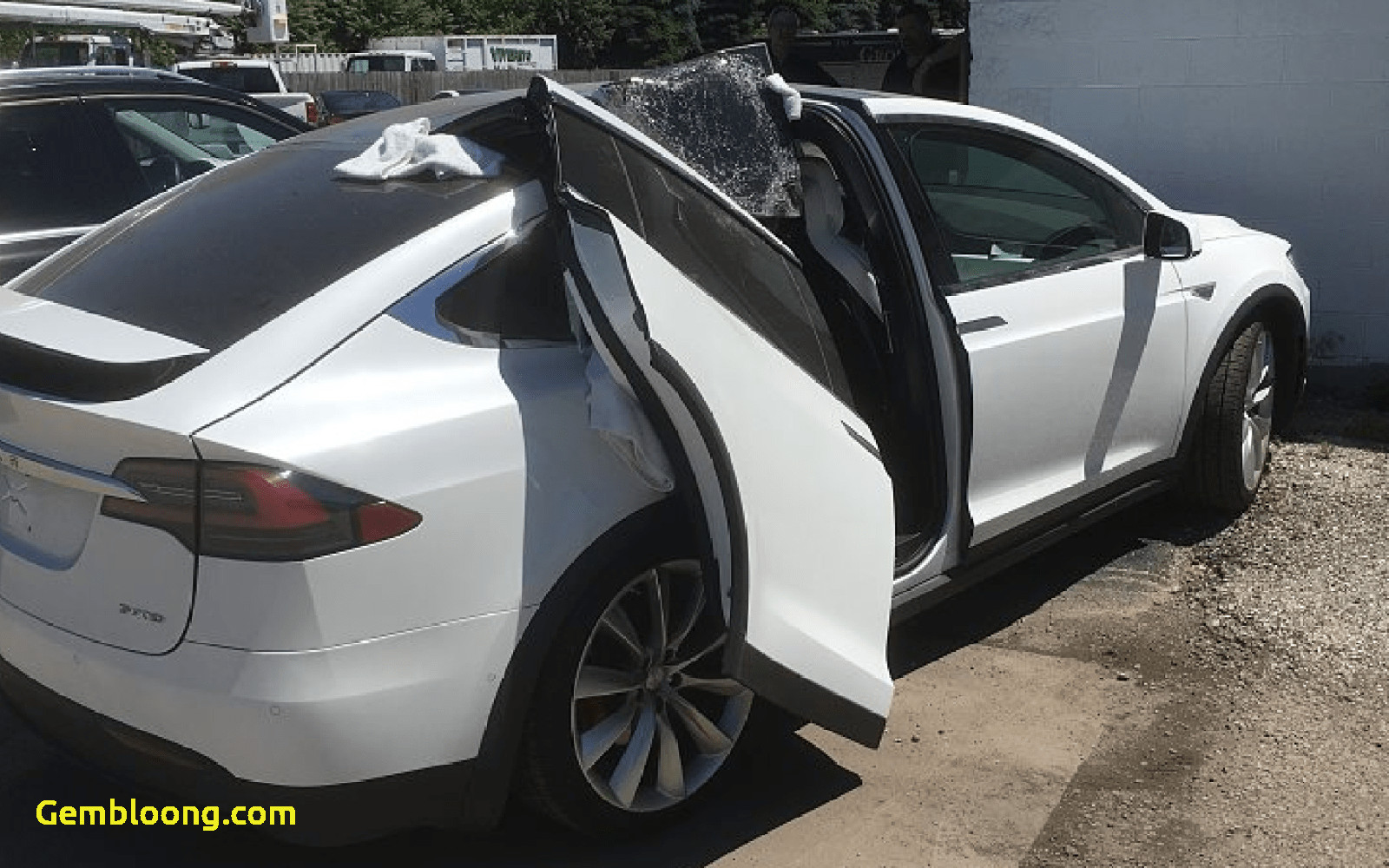 Tesla with Wings Unique Tesla Model X Clipped One Of Its Falcon Wings On A Garage