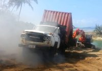 Cars Sale Fiji New Vunabaka Bay Fiji Phil Moving His Container with Tropica Truck 1