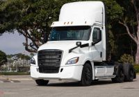 Tesla Big Truck Awesome First Freightliner Ecascadias Rea D for Customer Testing